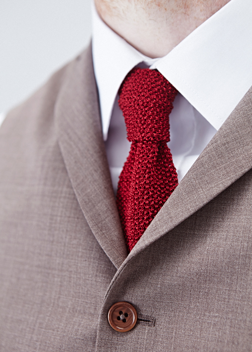 field-grey-bespoke-red-knitted-tie-avenue-danddlondon