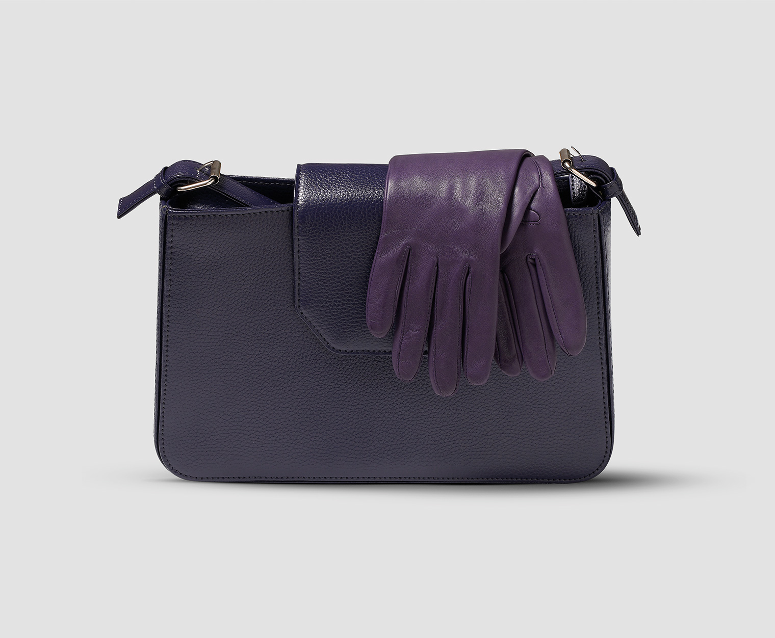 field-grey-female-uniform-accessories-leather-gloves-handbag-airline-titan